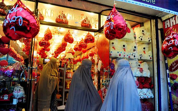 pakistan-valentines-day-banned (themuslimissue.wordpress.com)